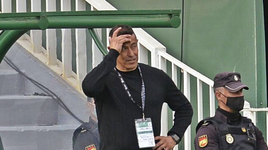 «La expulsión es exagerada, en el fútbol siempre hay contacto»