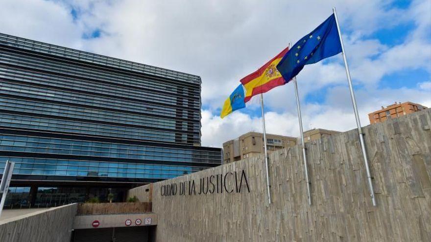 Un menor, acusado de violar a su madre en Gran Canaria