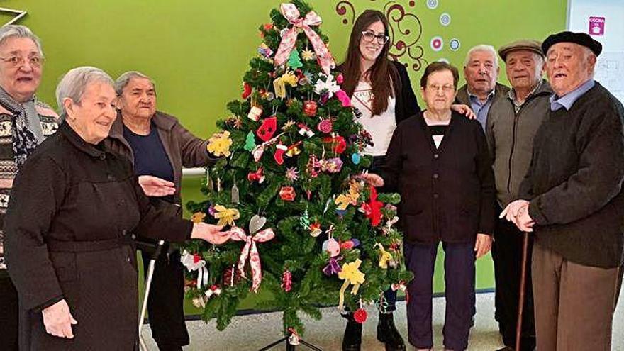 Manualidades navideñas en la residencia de Villar del Buey
