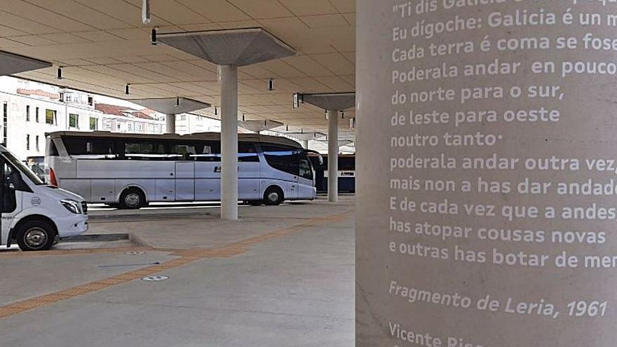 La Xunta gasta 50.000 euros en adornar la estación de buses con poemas en gallego