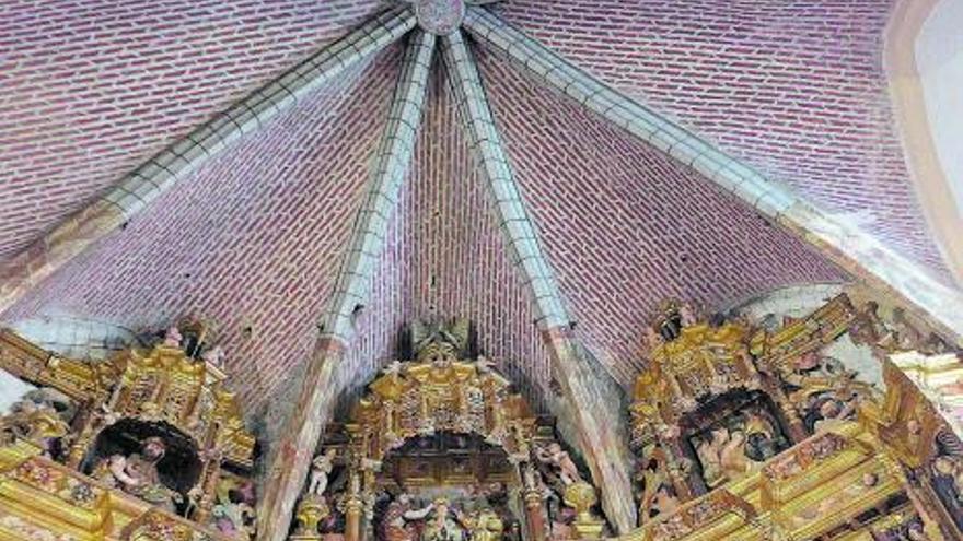 La iglesia de Santo Tomás de Villanueva del Campo enseña sus secretos