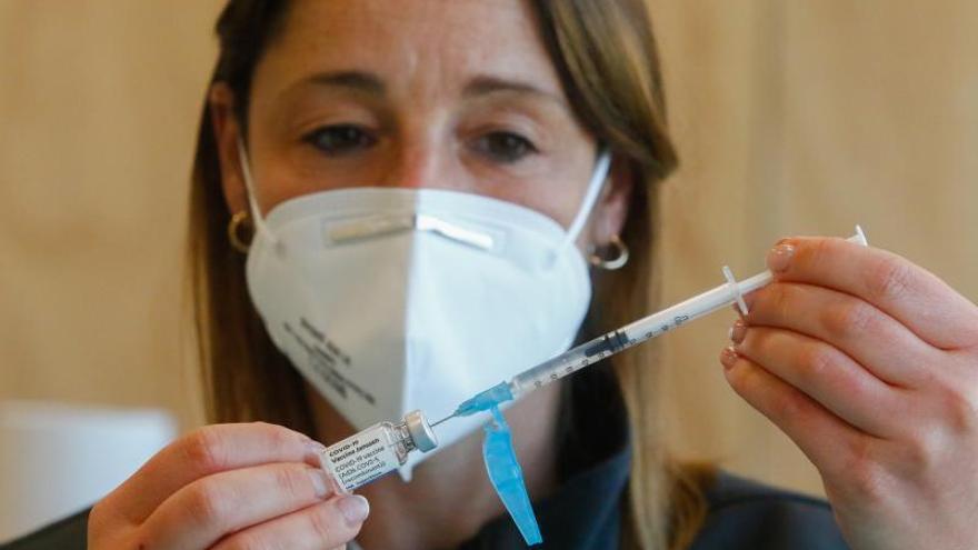 Sanidad estudia poner una segunda dosis a los vacunados con Janssen que en Galicia son 122.700