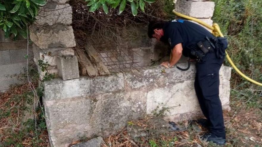 Un hombre cae a un pozo cuando intentaba rescatar a su perro