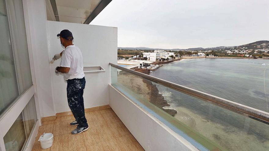 Recomiendan a los hoteleros de Ibiza que cobren por adelantado a los turoperadores