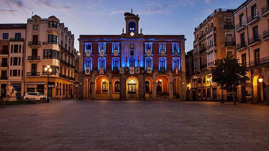 El Ayuntamiento de Zamora se viste de azul para concienciar sobre el autismo