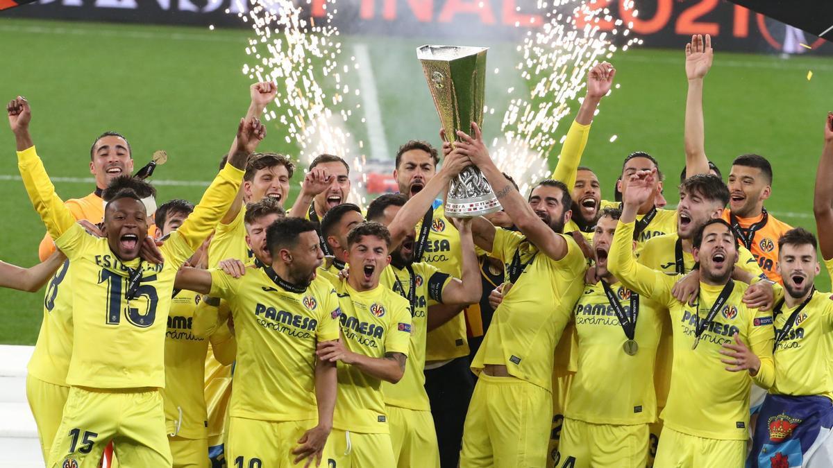 La plantilla del Villarreal durante la celebración de la Europa League.