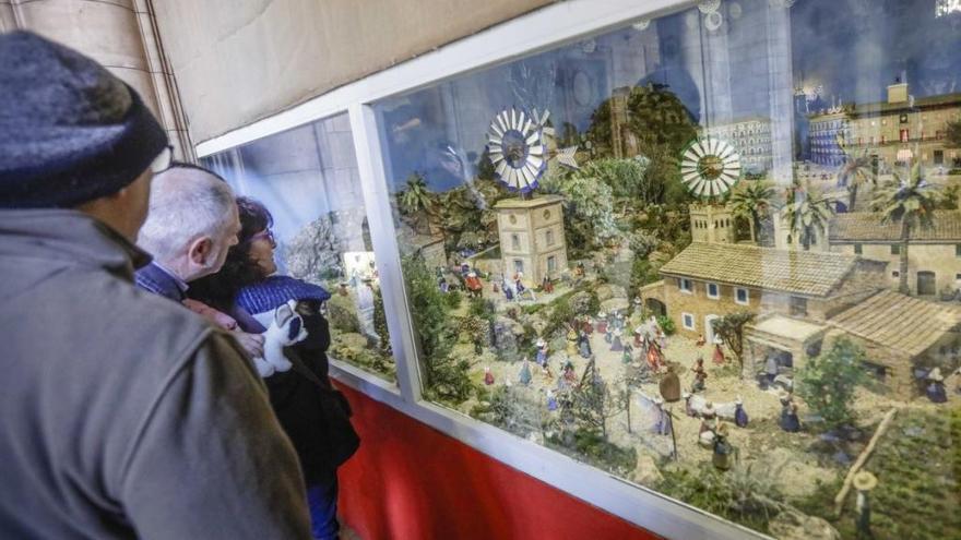 Tradicional recorrido por los belenes abiertos al público la festividad de Sant Esteve
