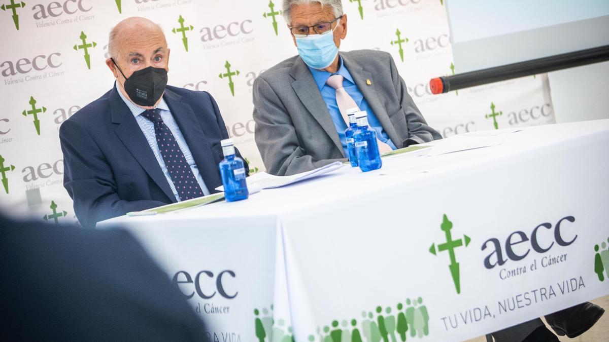 Tomás Trénor, presidente de AECC Valencia, y Antonio Llombart, vicepresidente de AECC Valencia, durante la presentación