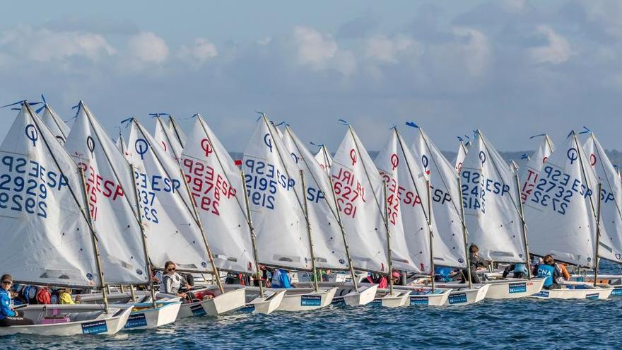 La falta de viento protagoniza el Trofeu Ciutat de Palma Bufete Frau de vela