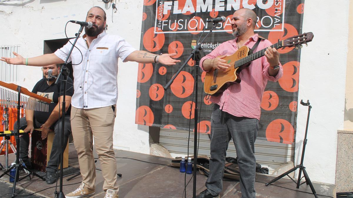 El artista Patxi Ojana fue protagonista de la jornada que contó con talleres de iniciación al flamenco para los niños.