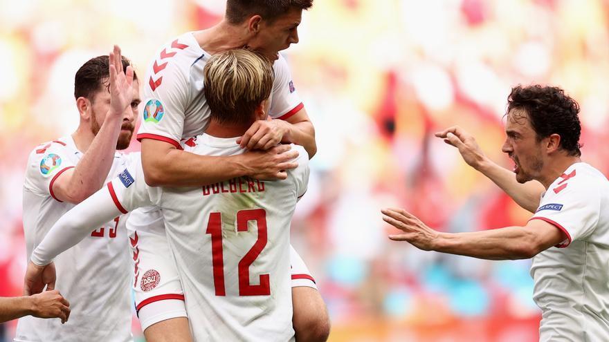 Dinamarca goleja Gal·les i espera rival en els quarts (0-4)