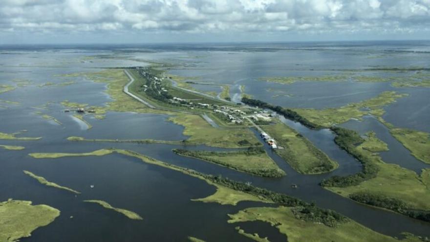 La dramática historia de la isla que se ahoga