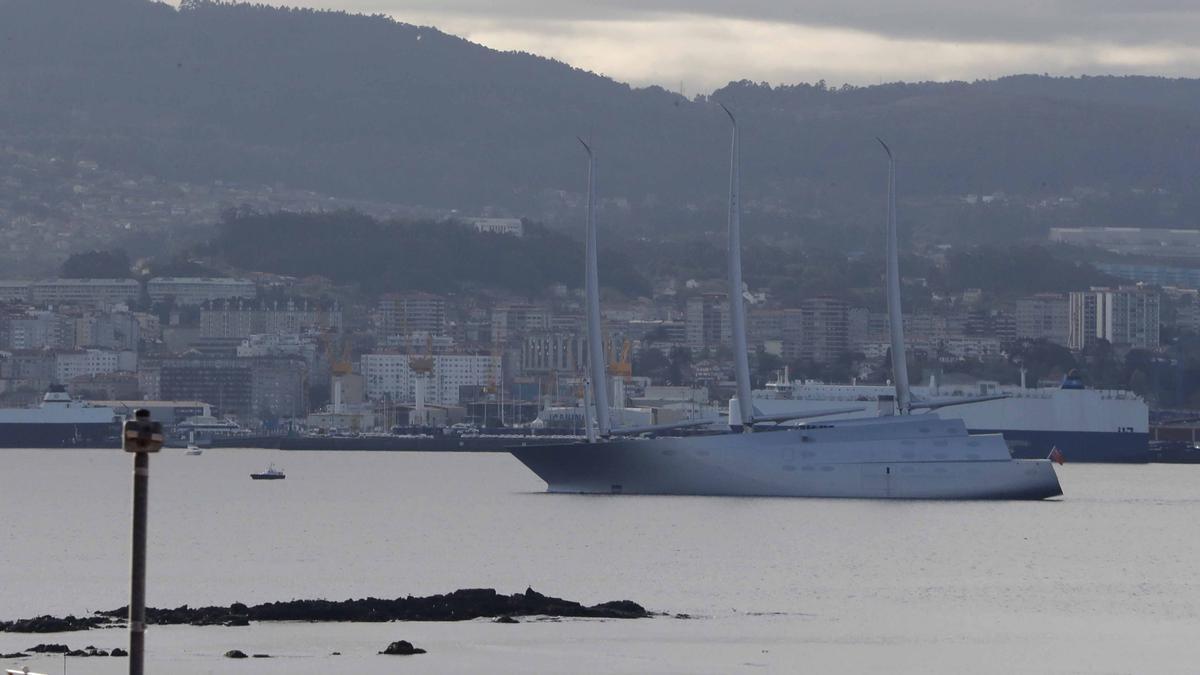 Así fue la llegada del Rey de los superveleros a la ría de Vigo