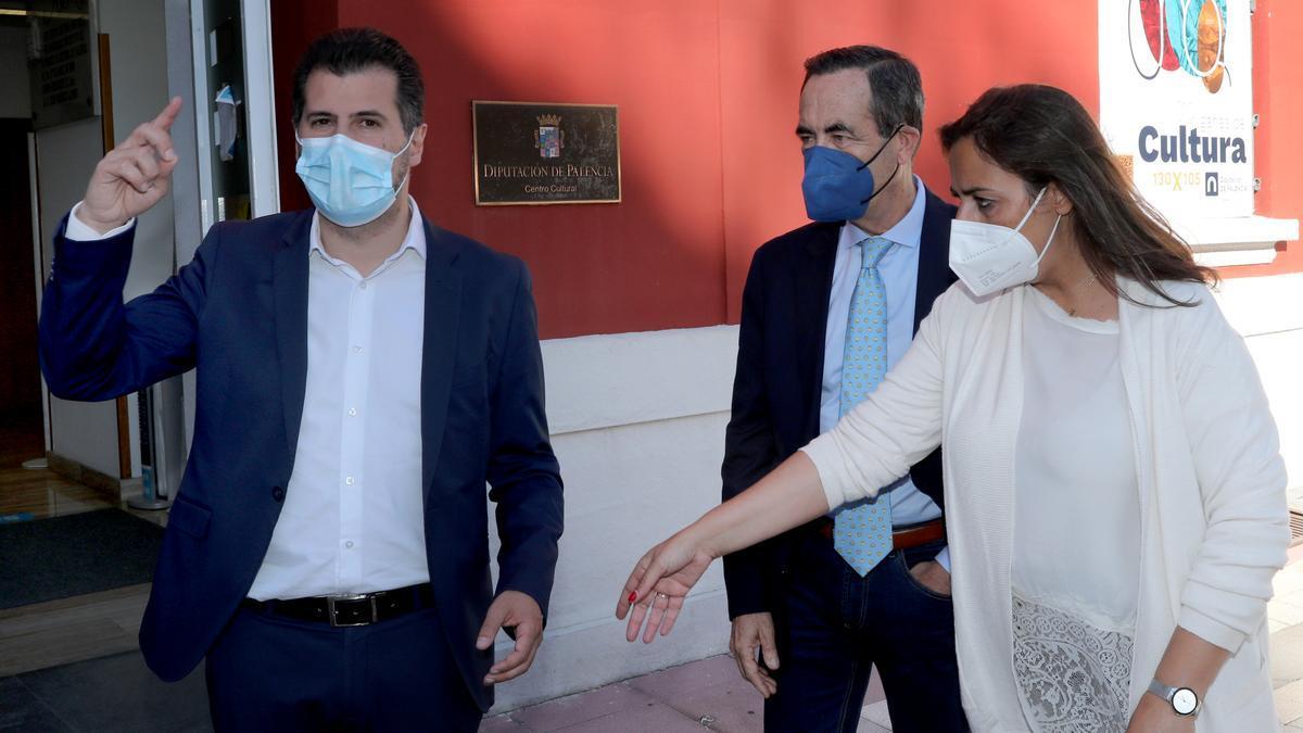 Tudanca, junto al exministro José Bono, en Palencia.