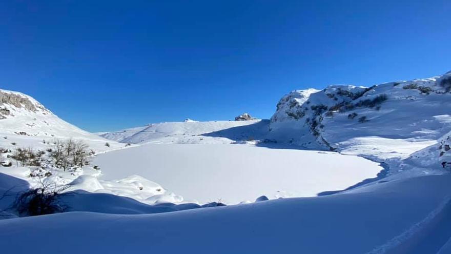 Los Lagos de Covadonga, congelados