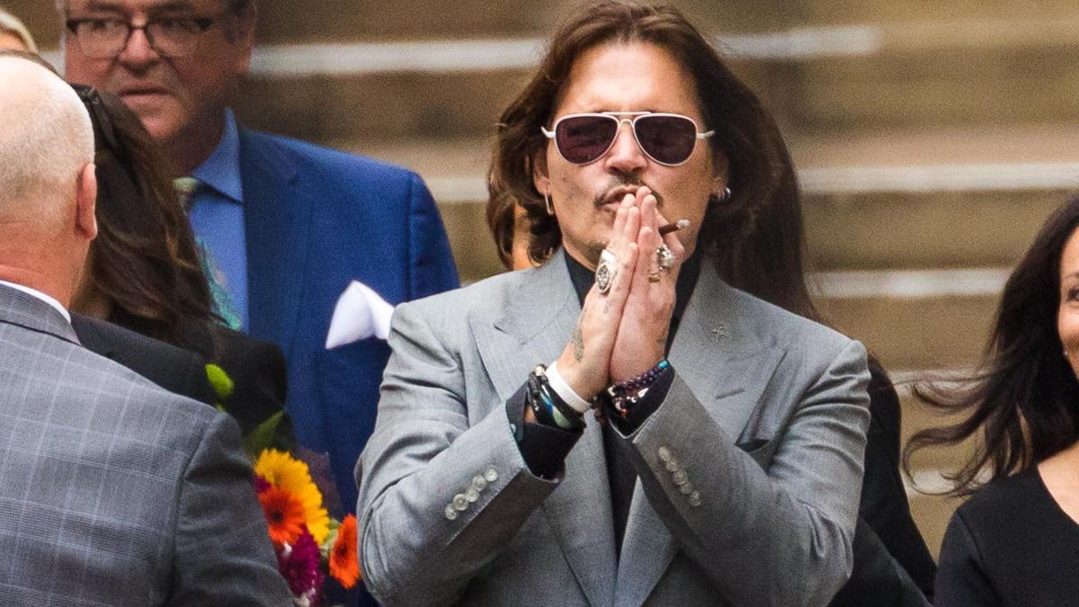 Johnny Depp a su salida de los juzgados