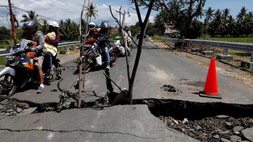 Augmenten a 131 els morts pel terratrèmol a l'illa indonèsia de Lombok