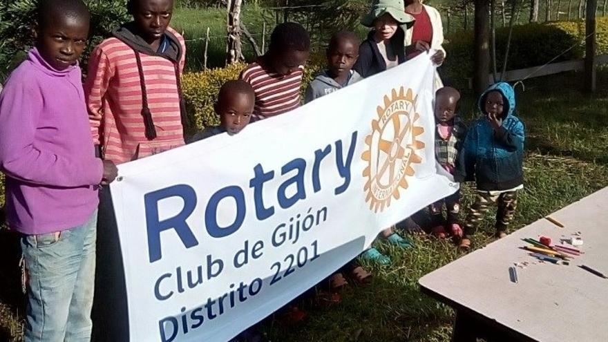 """Los rotarios apoyan una """"escuela de paz"""" en Nairobi, Kenia"""