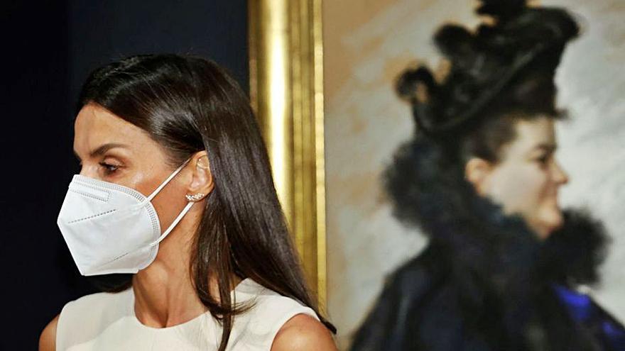 La Reina inaugura la muestra sobre la figura y obra de Pardo Bazán