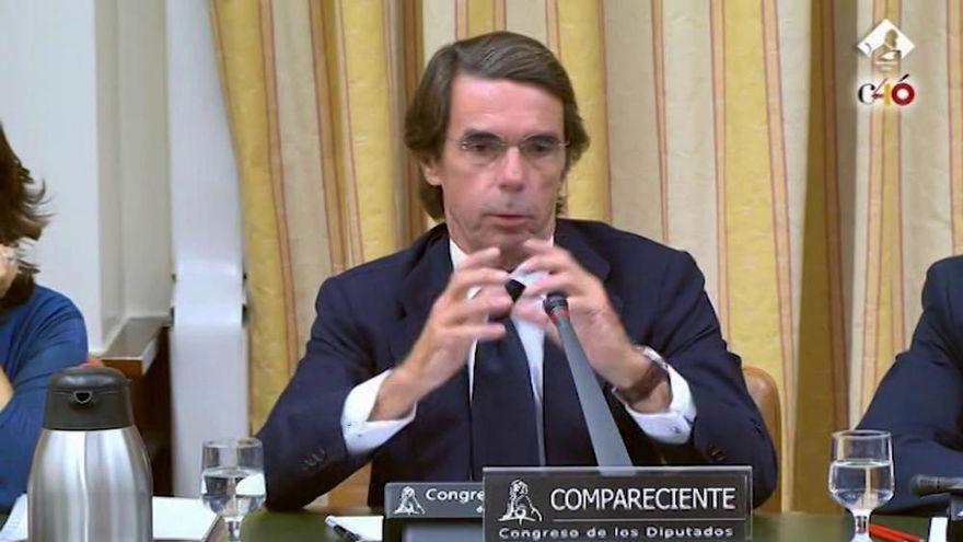 Aznar se desentiende de Gürtel en una comparecencia bronca con Rufián e Iglesias