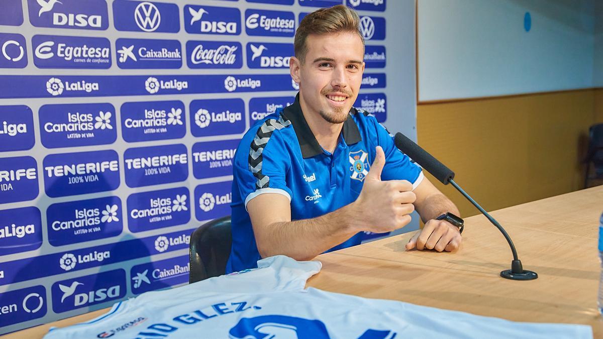 Sergio González, el pasado mes de enero, en su presentación como jugador del Tenerife.