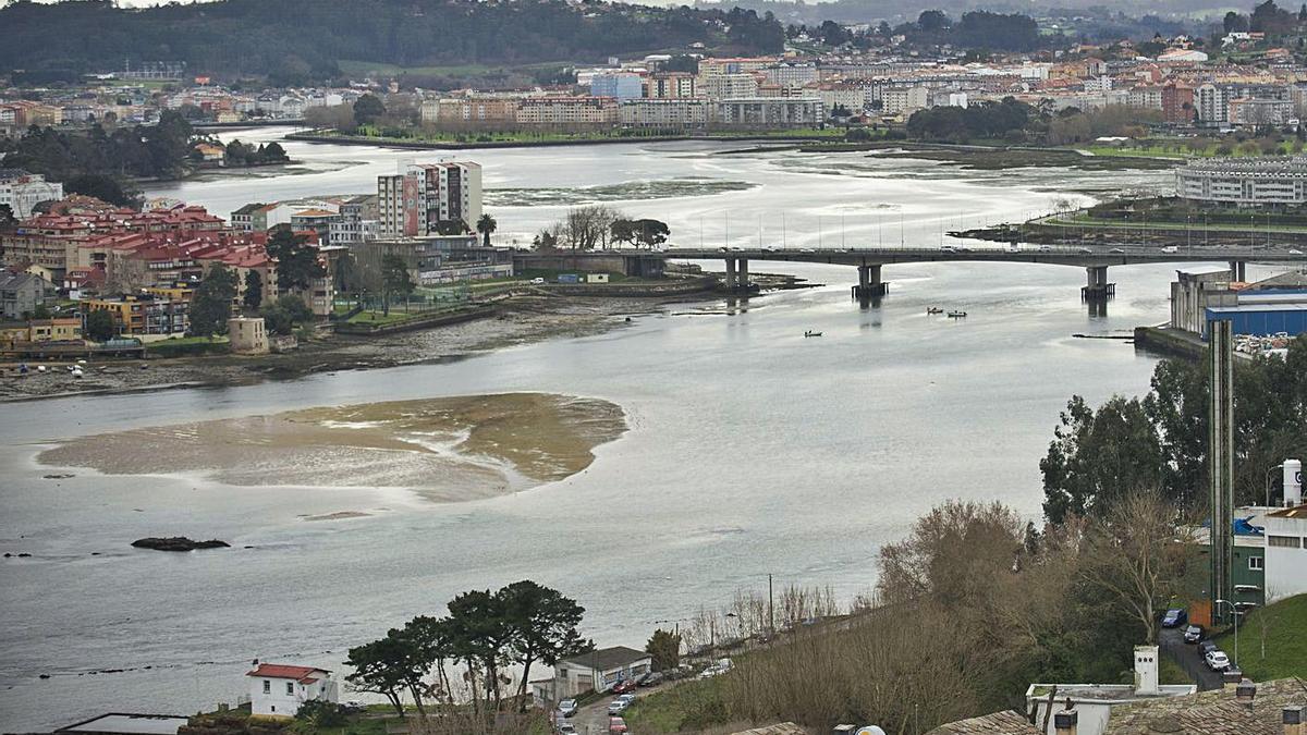 Ría de O Burgo y puente de A Pasaxe, vistos desde el municipio de A Coruña. |   // CASTELEIRO/ROLLER AGENCIA