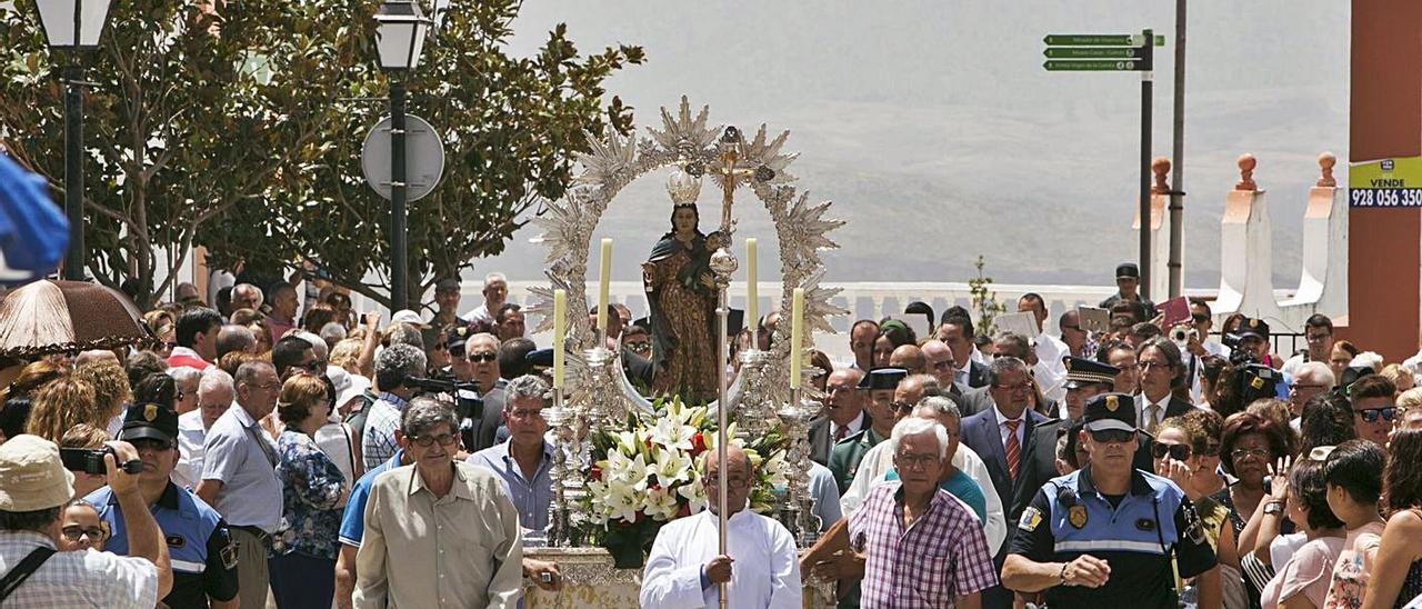 Imagen de una procesión en las Fiestas de la Cuevita de Artenara.