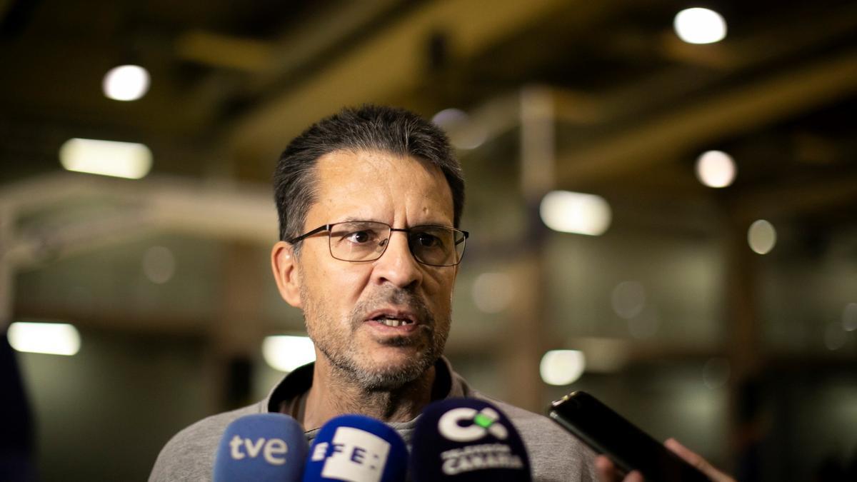 Pedro Martínez atiende a los medios.