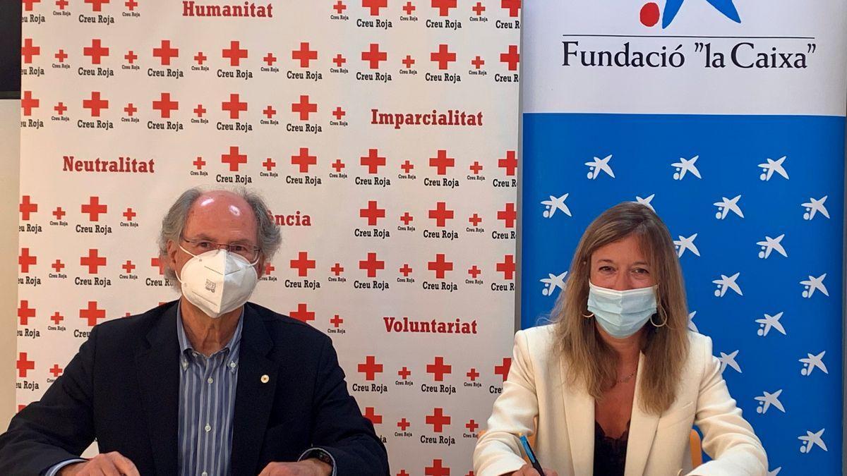 Toni Barceló, presidente de Creu Roja en Baleares y María Cruz Rivera, directora territorial de CaixaBank en Baleares