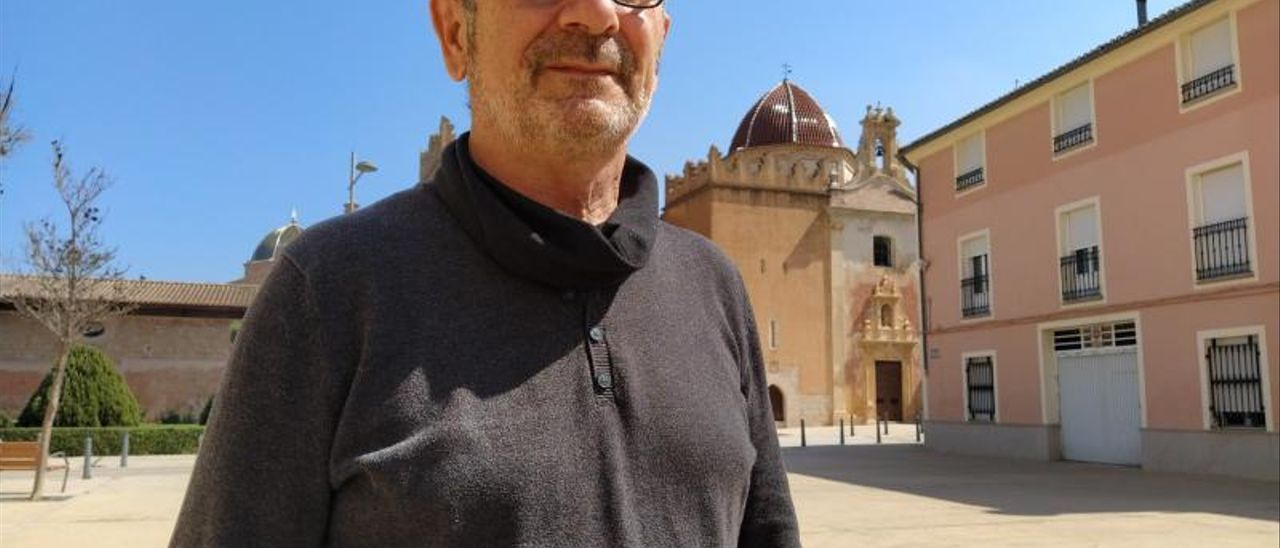 Víctor Mansanet, ante el Monestir de Santa Maria, en Simat, esta semana. | T. Á. C