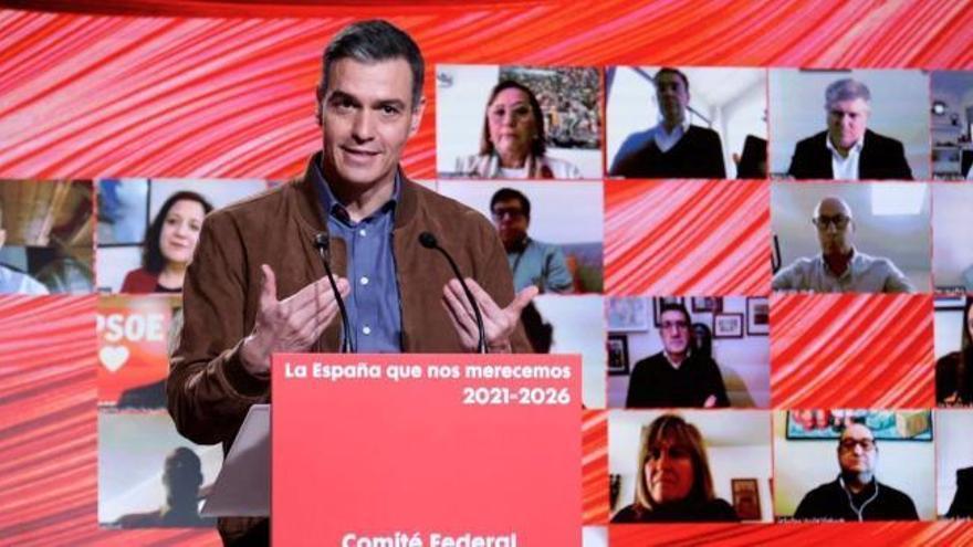 Sánchez reivindica al PSOE frente a su socio de Gobierno y elogia a Salvador Illa para presidir la Generalitat