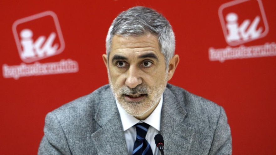 Llamazares renuncia a su acta de diputado de IU en Asturias y a presentarse a las primarias