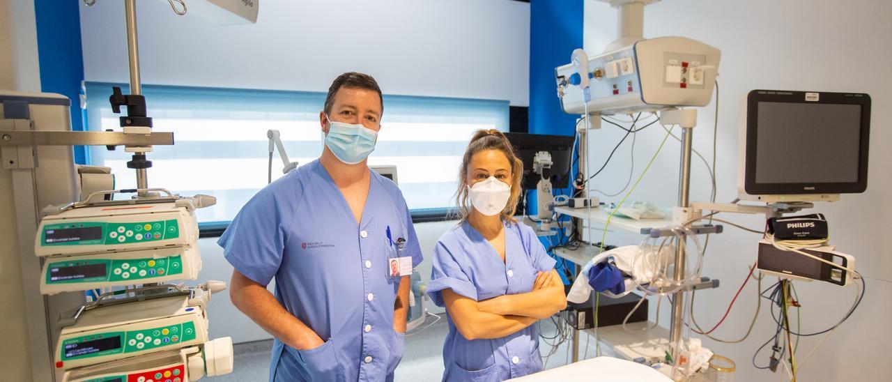Gaspar Tuero y Mar Montoya, médico y enfermera de la UCI de Can Misses. Vicent Marí