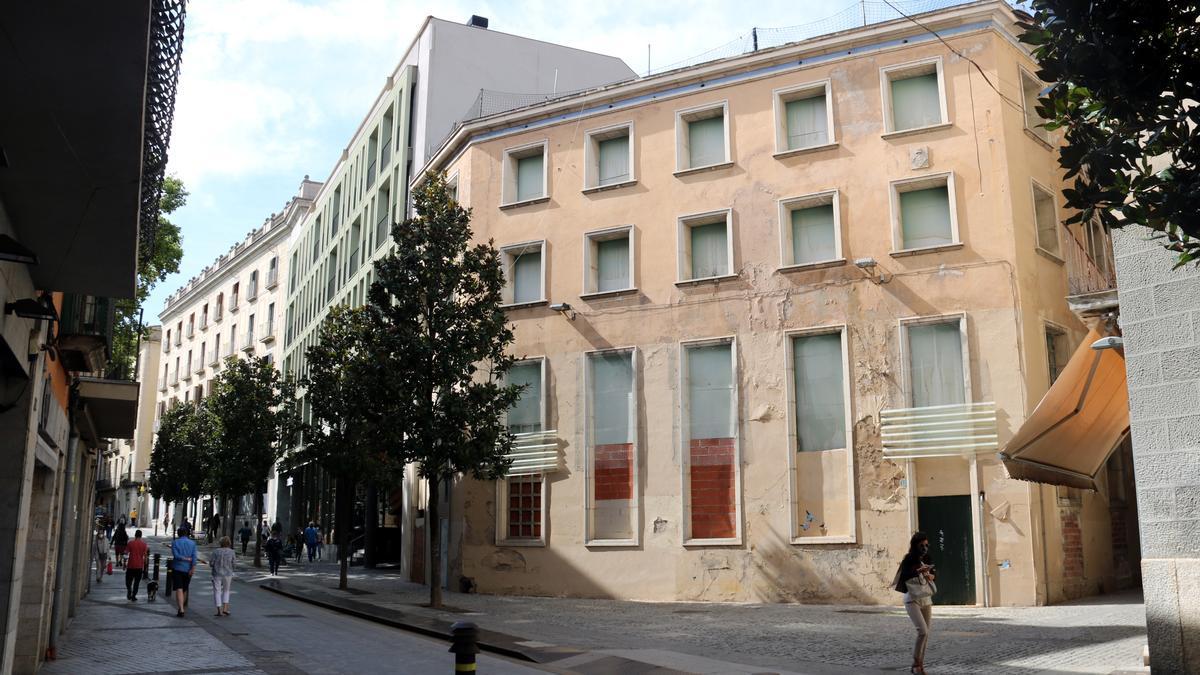 Pla general de l'edifici de l'antiga Central del Molí, amb l'obra empantanegada, aquest 23 de setembre del 2021 (Horitzontal)