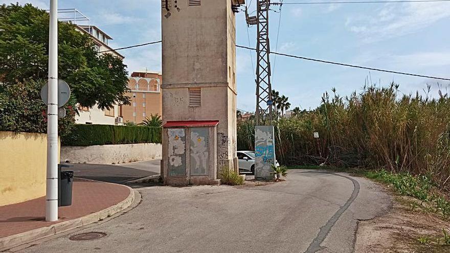 Xàbia trasladará  la torre eléctrica  de la calle Atenas