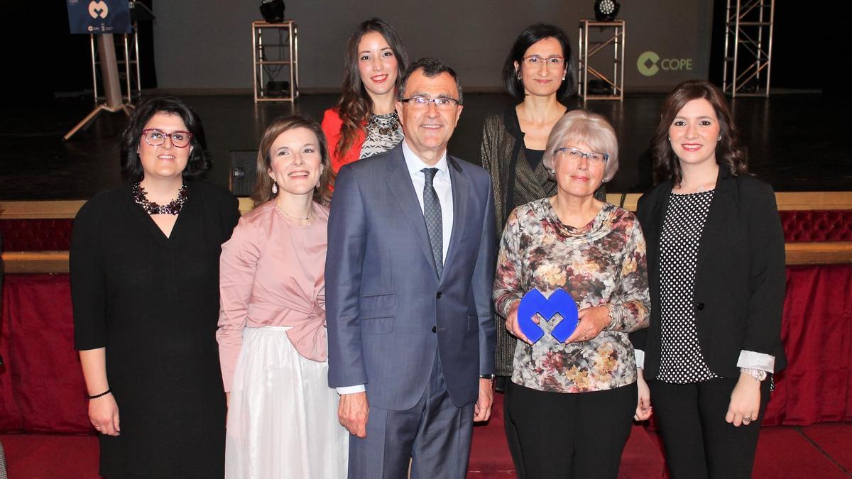 María (segunda por la derecha) en el acto de entrega de los Premios Mujer COPE 2017.