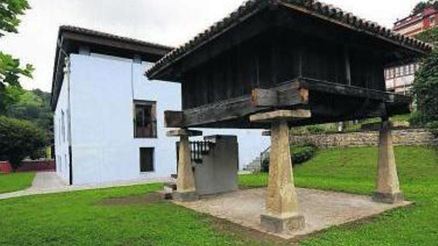 """La Casa de los Alberti de Ciaño acoge la muestra """"Bocetos de la mina"""""""