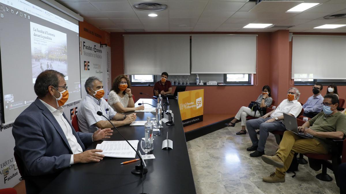 Pastor, Muñoz y Pardo, en la mesa de presentación