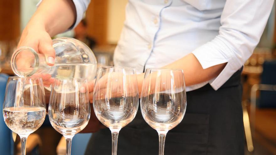 Europa aprueba la directiva para que el agua de grifo sea gratis en bares y restaurantes