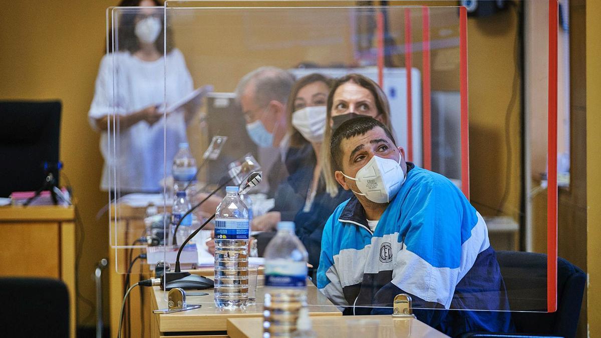El acusado, Germán Ortega, durante la primera sesión del juicio.     ANDRÉS GUTIÉRREZ
