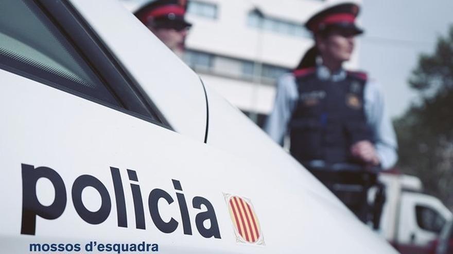 Encuentran un cadáver dentro de un coche en llamas en Tarragona