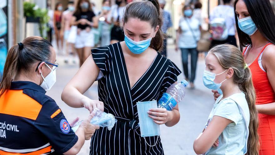 El Gobierno repartirá 15 millones de mascarillas para las más vulnerables