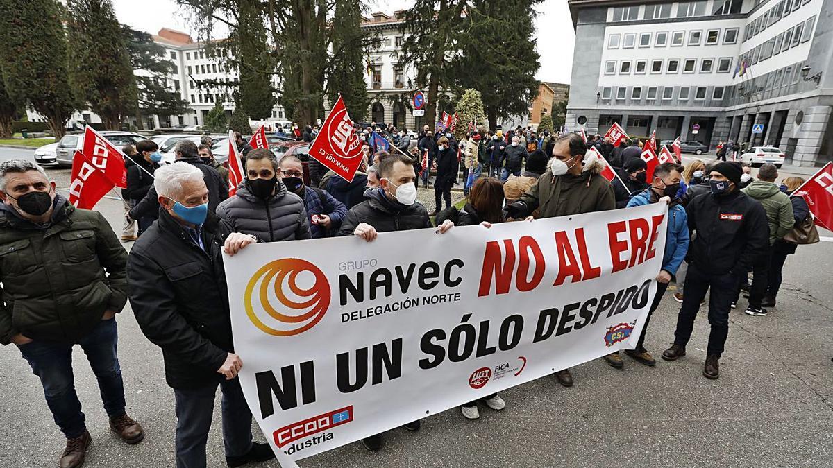 Movilización de los trabajadores de Navec ante Industria  | LUISMA MURIAS