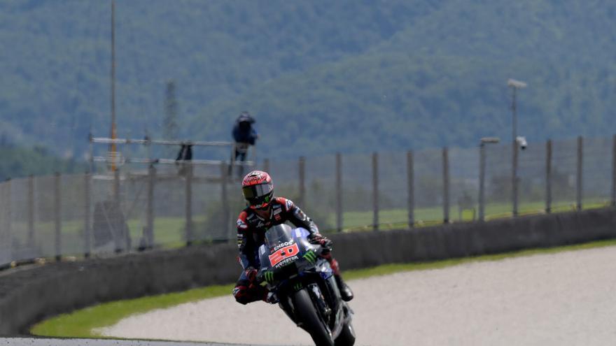 Quartararo aconsegueix la 'pole' i Márquez 'xucla' roda de Viñales
