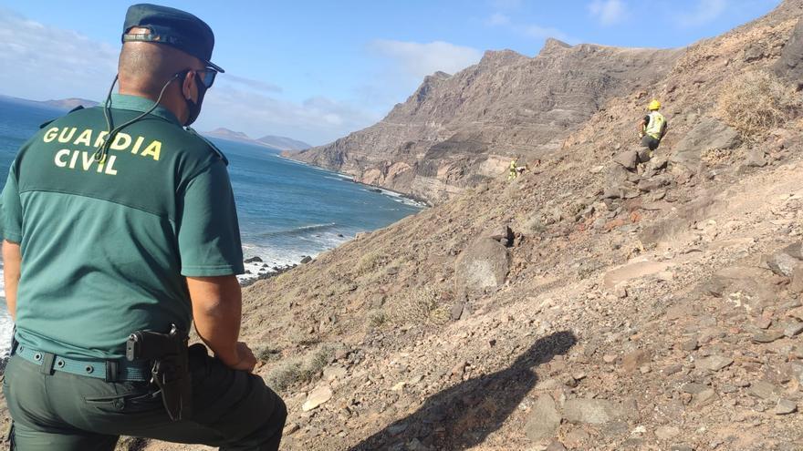 La Guardia auxilia a una pareja y a su hijo en Risco de Famara