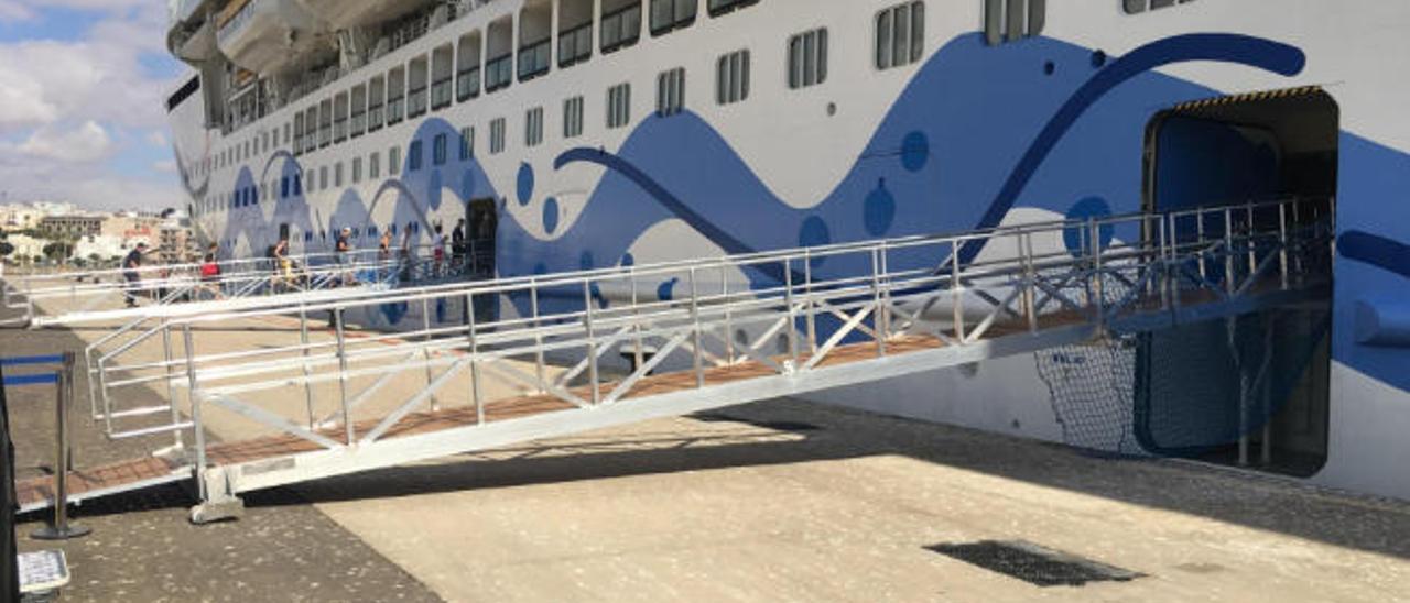 El Puerto compra seis pasarelas para las operaciones con  mareas extremas