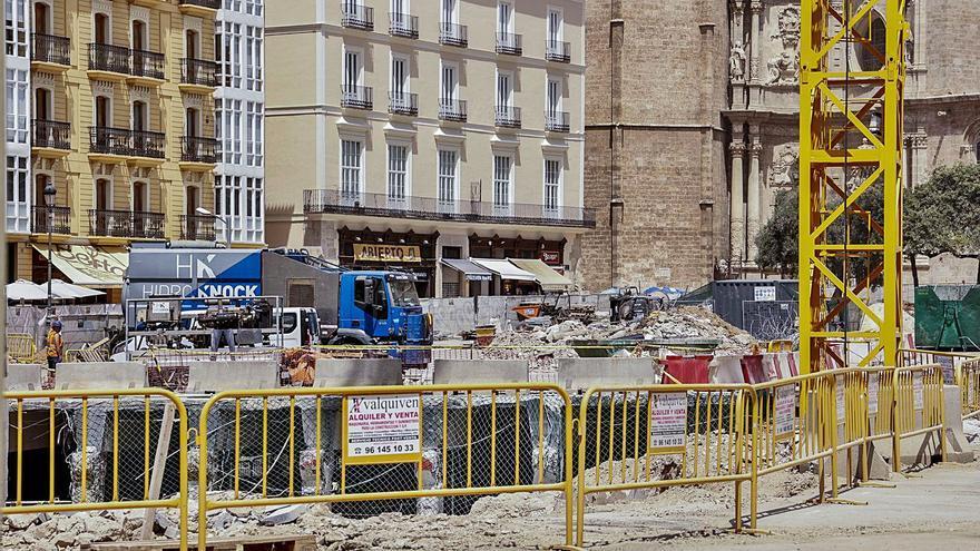 El ayuntamiento ya sabía en mayo que las obras de la plaza de la Reina se retrasarían
