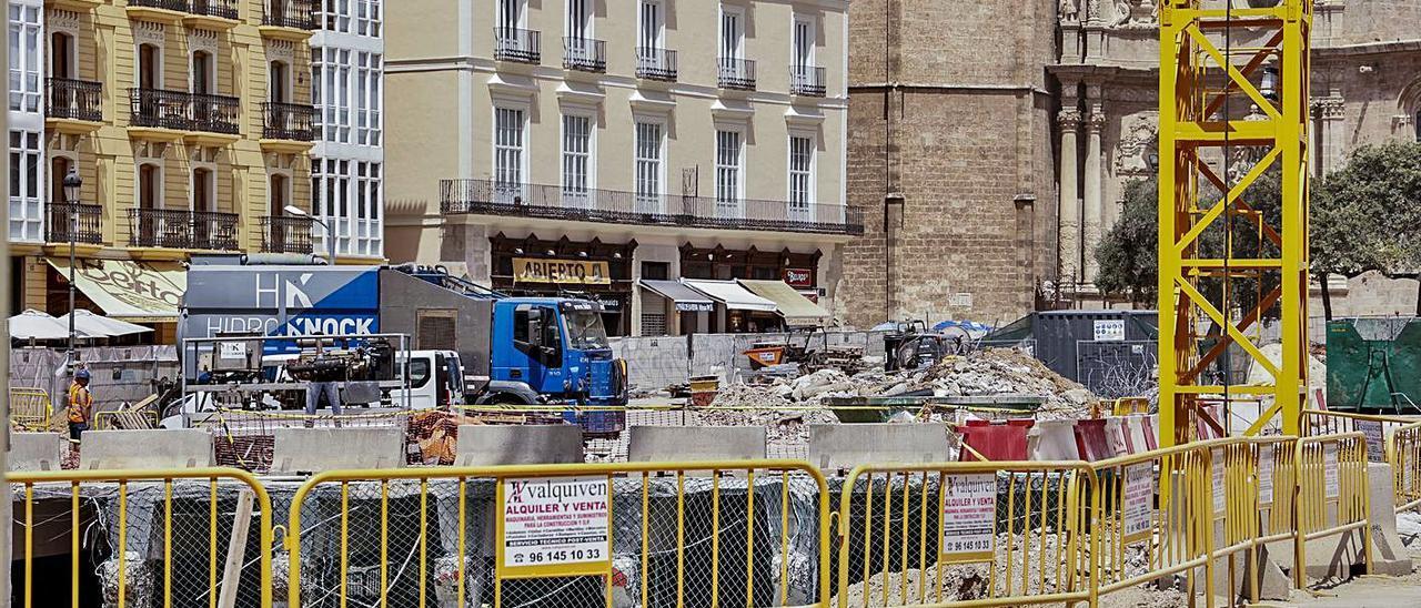 Imagen de las obras de la  plaza de la Reina ayer.   f.bustamante