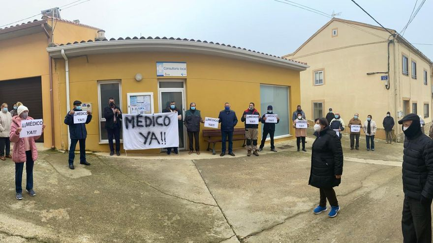Ayuntamiento y vecinos de Villaveza del Agua piden atención médica presencial en el consultorio