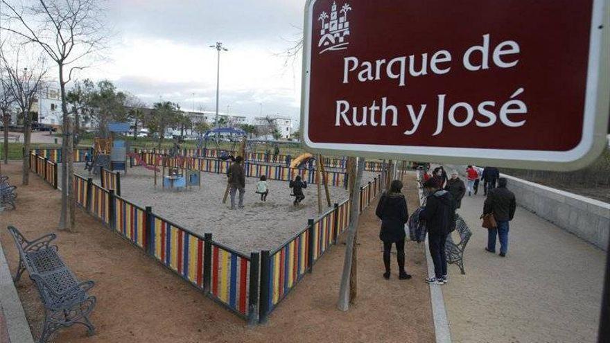 IU vuelve a pedir al alcalde que retome el proyecto para entoldar los parques infantiles